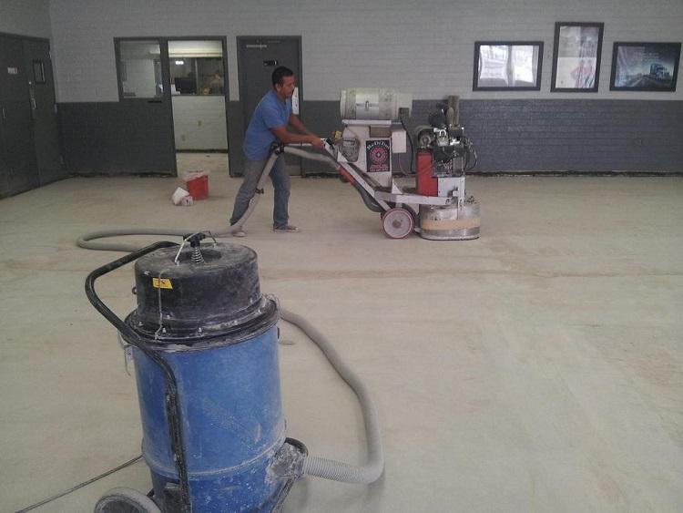 Công đoạn mài sàn chuẩn bị thi công sàn 3D